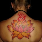 Tattoo-Flor-de-Lotus-nas-costas