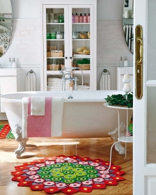 Micasa Revista Bathroom and Colourful Rug