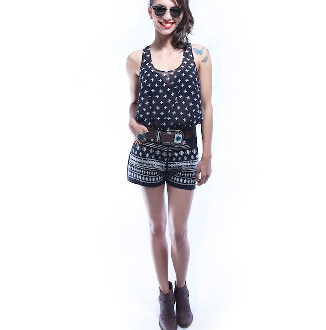 REGATA-CRUZES-SHORT-PRETO-BRANCO-BORDADO-LOOK1