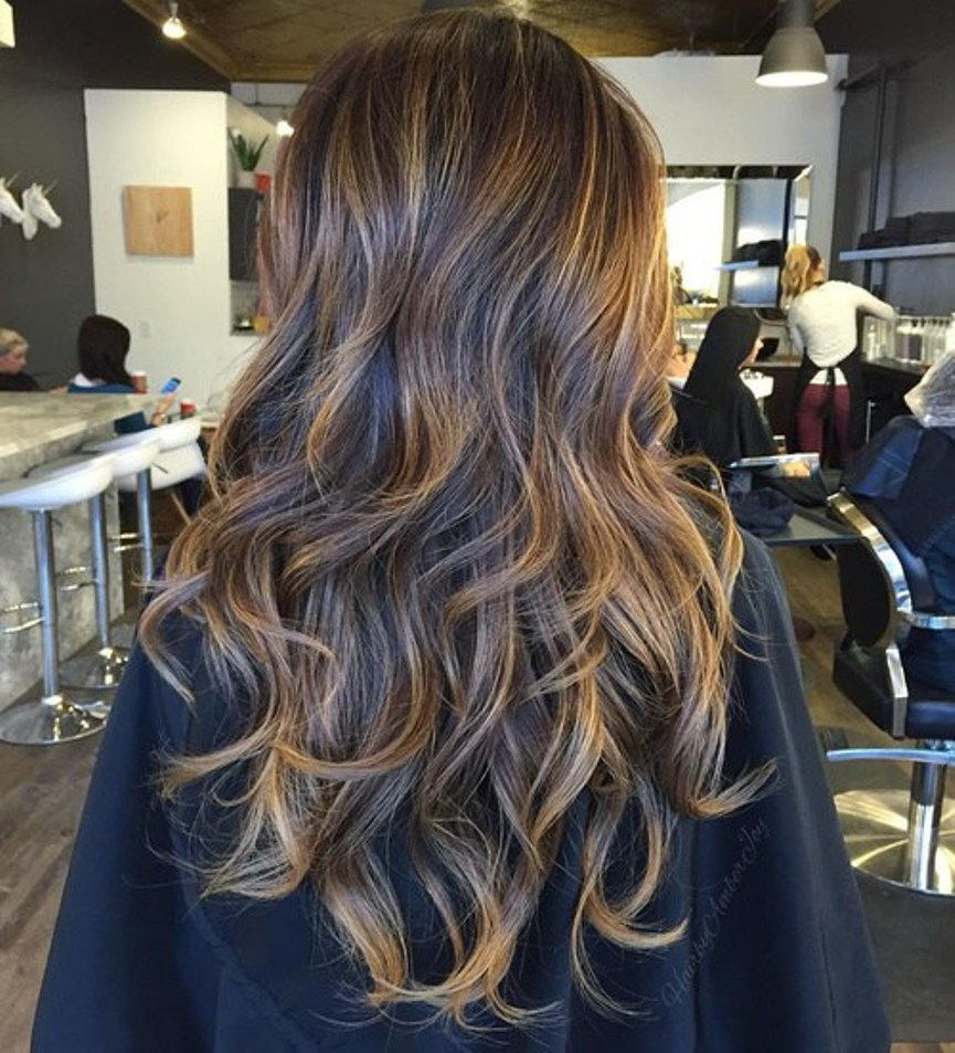 20-long-brown-hairstyle-with-golden-blonde-highlights