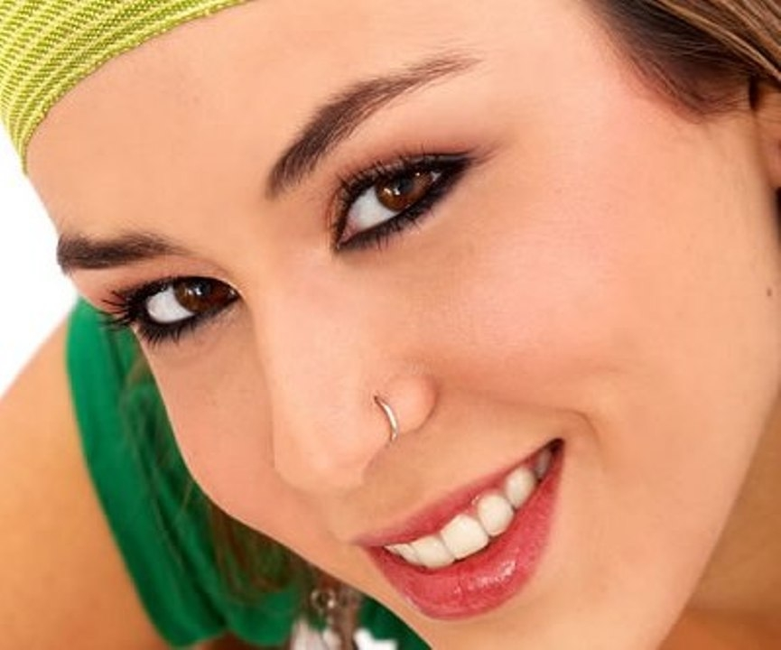 Nose-Piercing-Jewelry-–-Types-Retainer-Hoop-Tiny-Small-Nose-Piercing-Nose-Piercing-Hoop