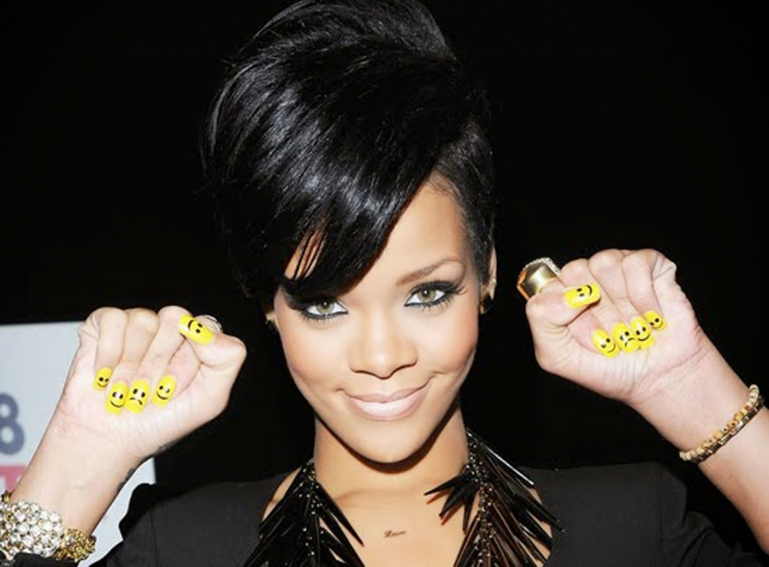 1dba8-rihanna-yellow-nails