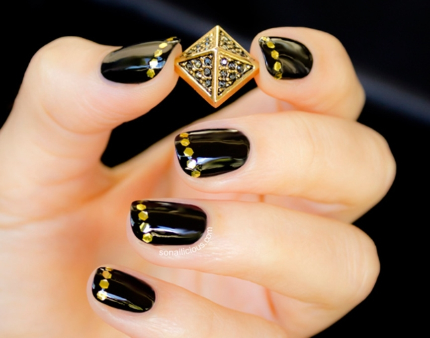 black-simple-nail-art-designs-2016