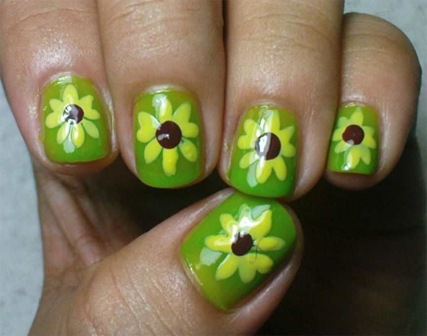 green-sunflower-nail-art-for-christmas