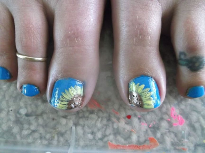 stunning-foot-sunflower-nails-designs