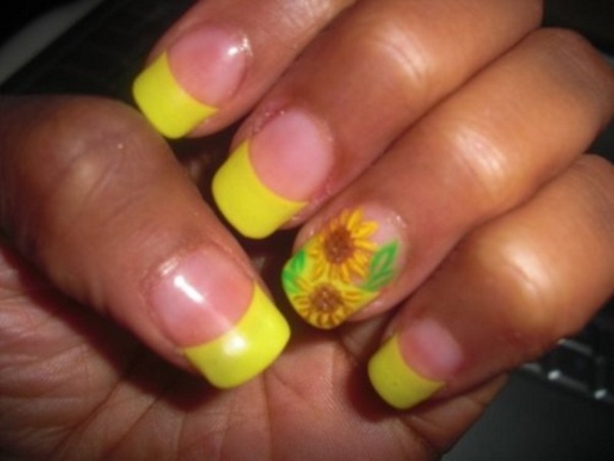 stylish-sunflowers-nail-designs-for-party