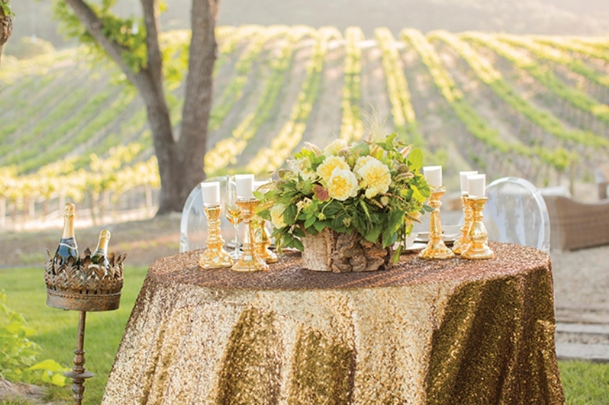 metallic-tablecloth-the-hottest-new-wedding-trends-for-2016