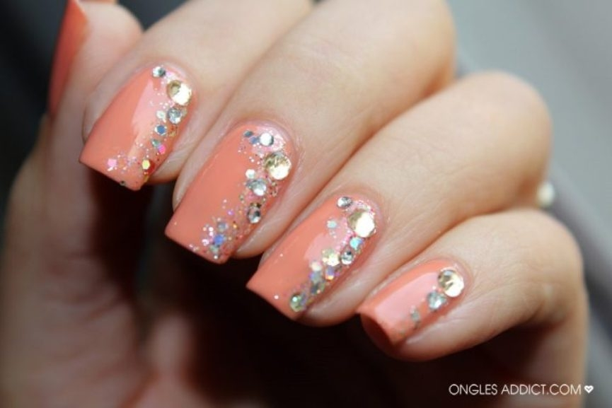 unhas-decoradas-com-strass-1-e1466011034397